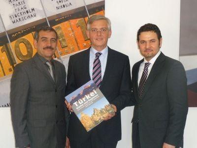 Ehrenmitgliedschaft für Dr. Manfred Schmidt, Präsident des BAMF