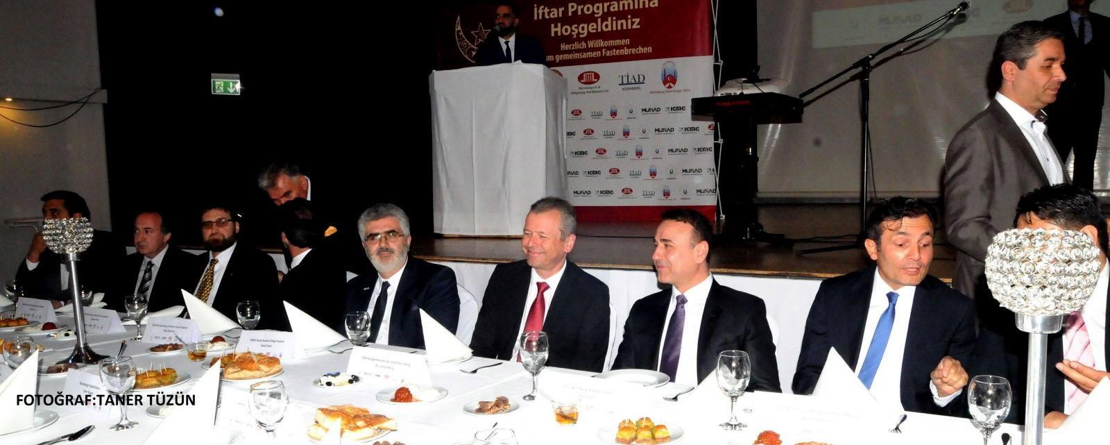 Nürnberg'de ilk kez altı Türk sivil kuruluşu birlikte toplu iftar düzenledi